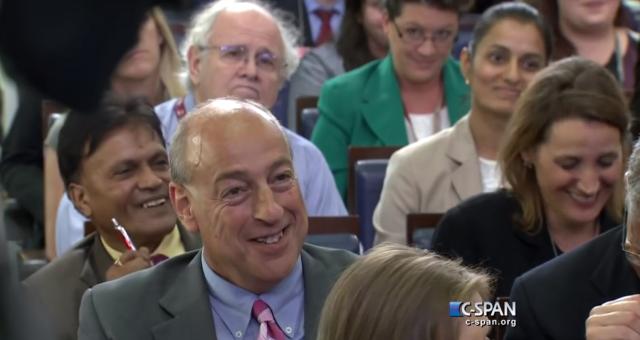 Siri přerušila novináře v Bílém Domě během konference! Video uvnitř.