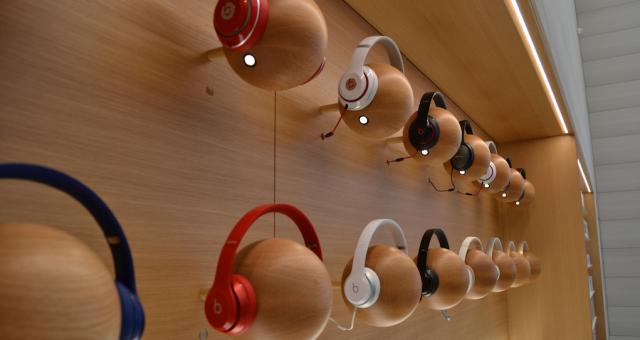 Apple Store v Bruselu představuje nový design obchodů