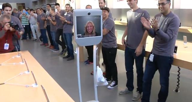 Zákaznice poslala pro nový iPhone robota