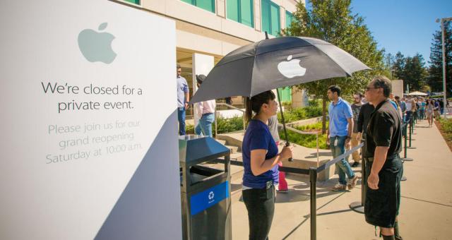 Znovuotevření Apple Storu v Cupertinu