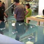 Apple Story dostaly stoly s interaktivním LCD displejem, mají ukázat 3D Touch