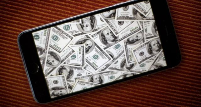 Důchodce na iTunes přišel o 1 milion korun. Obral ho podvodník