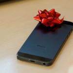 Téměř každý druhý smartphone pod stromečkem byl iPhone