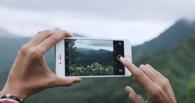 Zvláštní bug v iOS umožňuje neomezené zoomování fotek