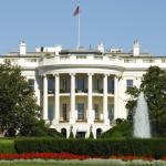 Petice požaduje, aby Bílý dům podpořil Apple v jeho boji proti FBI