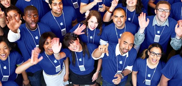 Zaměstnanci Apple Storu jsou špatně placení a zákazníci jim vyhrožují smrtí