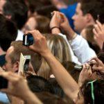 Lidé podepisují petici, aby Apple nepoužil patent k vypnutí fotoaparátu na dálku