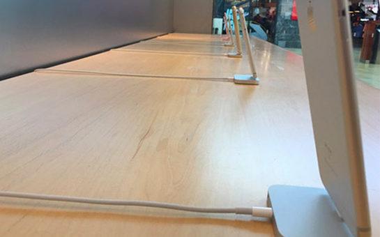 Jak jsou iPhony v Apple Storech zabezpečené? Nefungují mimo obchod