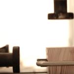 Video: Muž si vytvořil vlastní iPhone 7. Pomocí brusky a cirkulárky