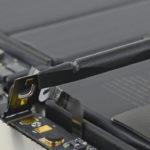 V novém MacBooku Pro je skrytý konektor