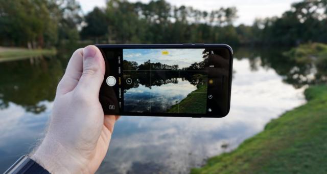 Apple na příští rok plánuje 5palcový iPhone s vertikálním dvojitým objektivem