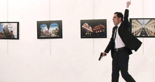 Rusové se pokusí odemknout iPhone vraha, který zastřelil ruského velvyslance v Turecku