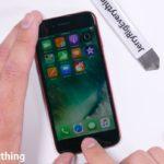 """Video: Jak si """"postavit"""" svůj vlastní iPhone PRODUCT(RED) s černým displejem"""
