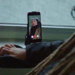 Podívejte se na inspirující videa, které představují lidi se zdravotním postižením, kteří používají iOS/macOS asistenční funkce