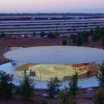 Nový videozáznam západu slunce nad Apple Parkem ukazuje vstup do Steve Jobs Theater