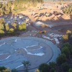 Na nejnovějších záběrech z dronu můžeme vidět vývoj výstavby v exteriéru Apple Parku
