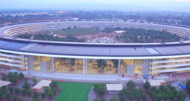 Nejnovější drone video zobrazuje skoro dokončenou stavbu Apple Parku