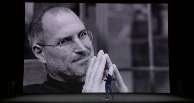 Konferenci 'iPhone X' otevírala dedikace Stevu Jobsovi