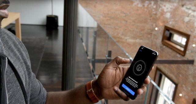 Podívejte se na první dojmy z iPhone X, nastavení Face ID a další videa
