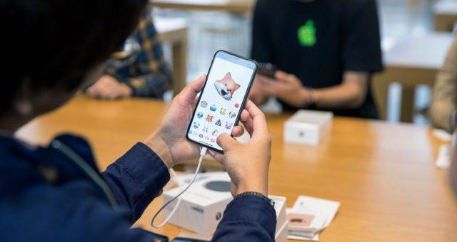 iPhone byl znovu jmenován jako nejprodávanější technický produkt roku