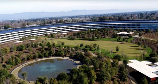 Nejnovější záběry pořízené dronem ukazují, že se výstavba Apple Parku blíží ke konci