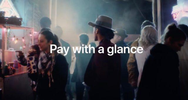 Apple v nové reklamě představuje jednoduchost Apple Pay u iPhonu X