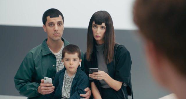 Anti-Apple reklamy od Samsungu pokračují. Nyní zesměšňují notch iPhone X, nedostatek multitaskingu split-screen a další