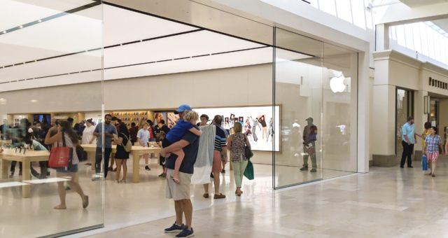 Zrekonstruovaná prodejna Apple v obchodním centru SouthPark v Charlotte je nyní otevřena