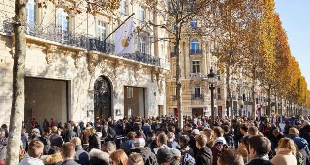 V neděli se otevřela nová prodejna na Champs-Élysées v Paříži