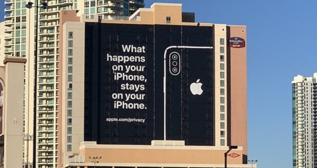 Apple vyvěsil billboard v Las Vegas