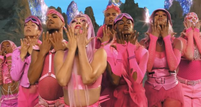 """Apple sdílel nové shot-on-iPhone video pro """"Stupid Love"""" od Lady Gaga"""