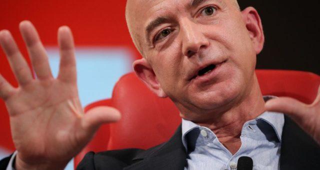 Jeff Bezos sestupuje z funkce generálního ředitele společnosti Amazon, role se ujme Andy Jassy