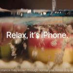 Nová reklama společnosti Apple na iPhone představuje sklo Ceramic Shield jako nerozbitné