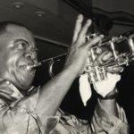 "Apple TV+ představila nový dokument o Louisi Armstrongovi ""Black and Blues: The Color Ballad of Louis Armstrong"""