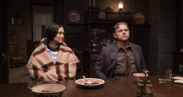 """První fotka z připravovaného filmu """"Killers of the Flower Moon"""" zobrazuje Leonarda DiCapria a Lily Gladstone"""