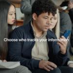 Společnost Apple propaguje transparentnost sledování aplikacemi v nejnovější reklamě (natočené v Praze)