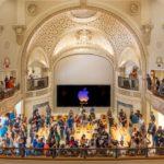 Premiéra Apple Tower Theater: Vyzkoušejte přepracovaný mezník v Los Angeles